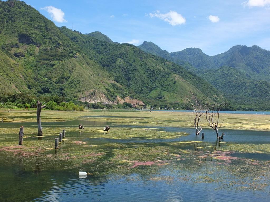 Les eaux du Lac Atitlan